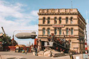 installation steampunk dans une ville